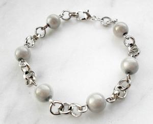 Armband med glaspärlor grå